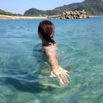 海水浴にぴったりの下甑島手打浜はラメ入りキラキラ、幻想的な輝くスノーボール。